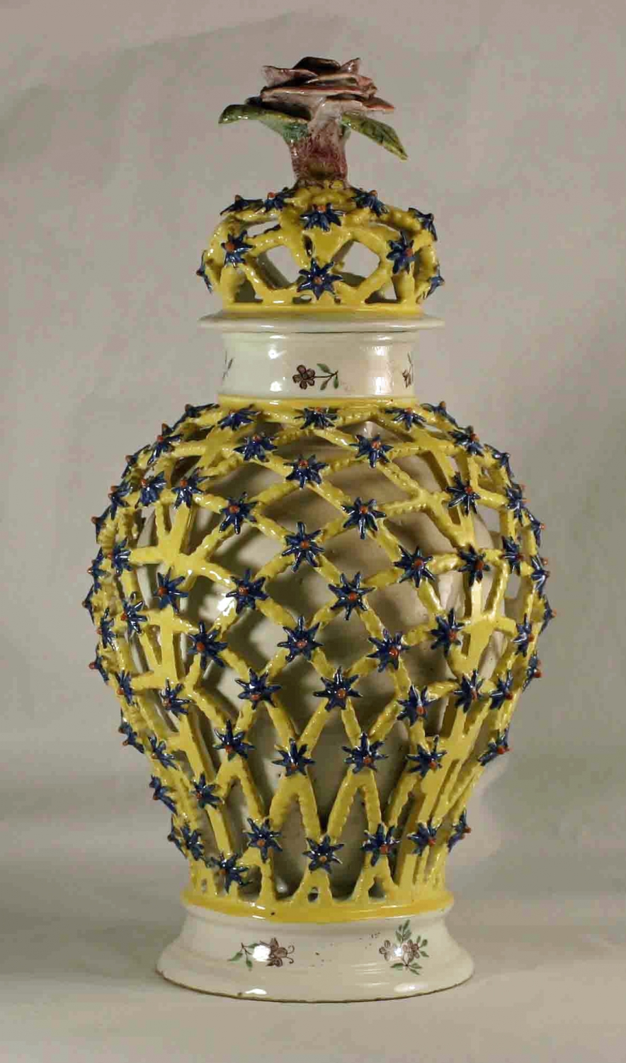Hannoversch-Münden vase and cover
