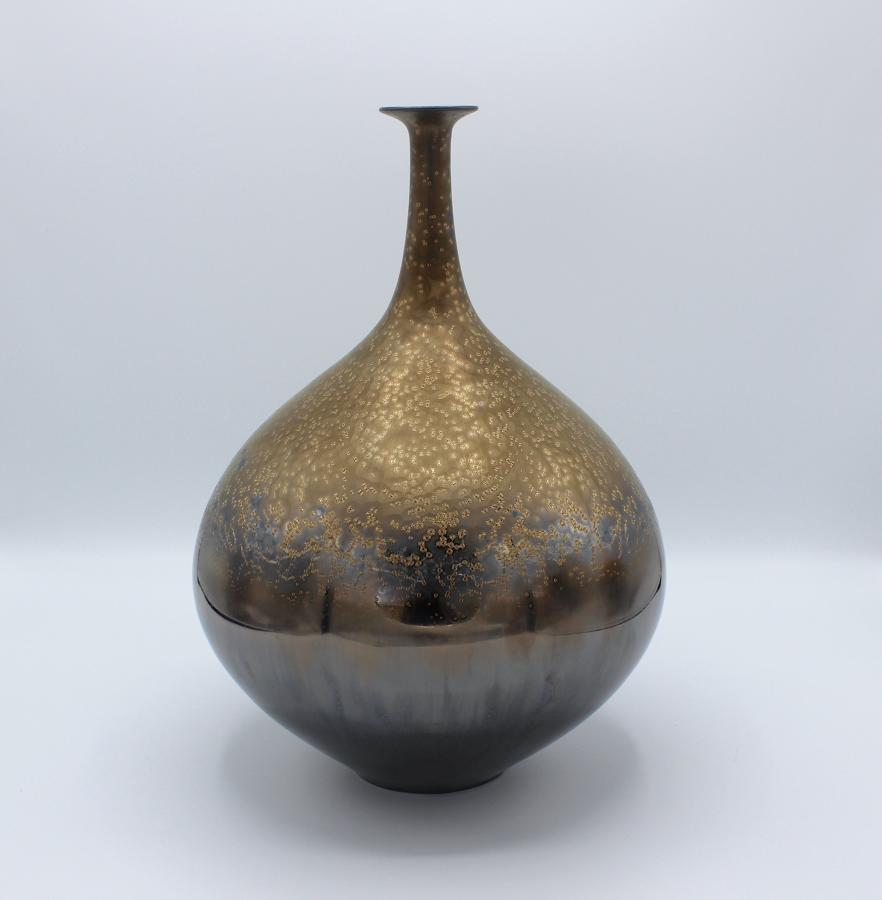 Hideaki Miyamura, Vase with Black and Gold